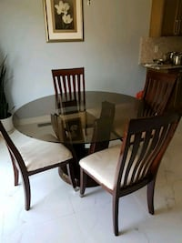 Dining room glass table and chairs Richmond Hill, L4E 0S6