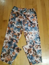 Cat print legging small. Very stretch and confy. Montréal, H4A 1W4
