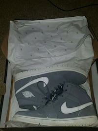 pair of gray Nike basketball shoes with box London, N5Y 1V3