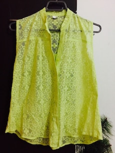 women's yellow floral sleeveless top