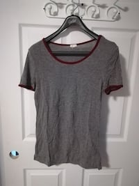 gray scoop-neck shirt Levis, G6V