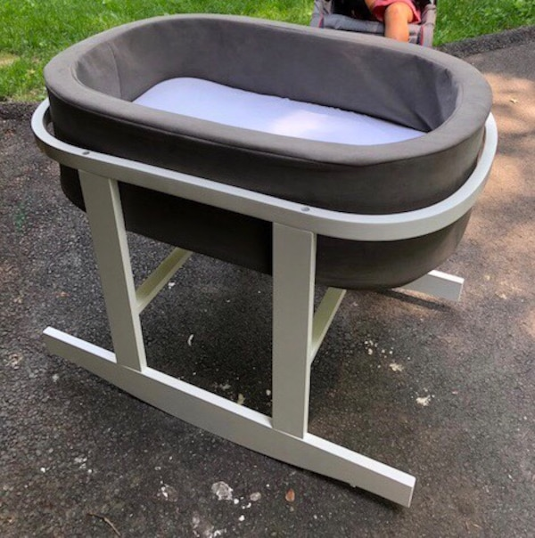 Modern bassinet in excellent condition