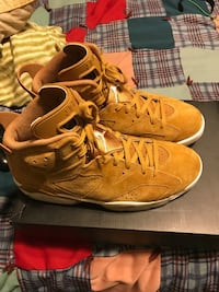 Pair of brown nike basketball shoes Little Rock, 72204
