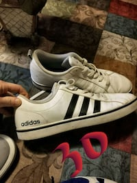 pair of white Adidas low-top sneakers Phoenix, 85027