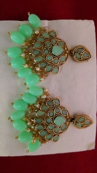gold and green gemstone studded necklace Woodbridge, 22193