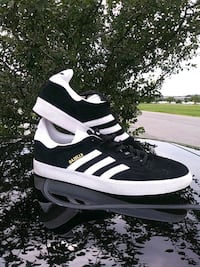 pair of black-and-white Adidas sneakers Laurel, 20708