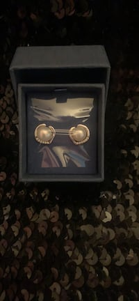 New in Box never worn .925 silver freshwater pearls earrings. Vancouver, V5N 4B1