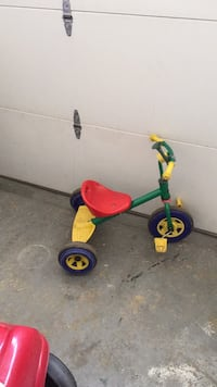 toddler's green and black trike Frederick, 21701
