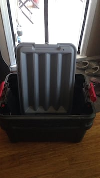 Rubbermaid tote/ tool Tube Negotiable