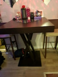 Bar table with 2 bar stools Winnipeg, R3G 1M3