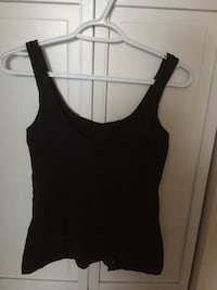 Lululemon sports top size 4 - good condition North Vancouver, V7L 2G5