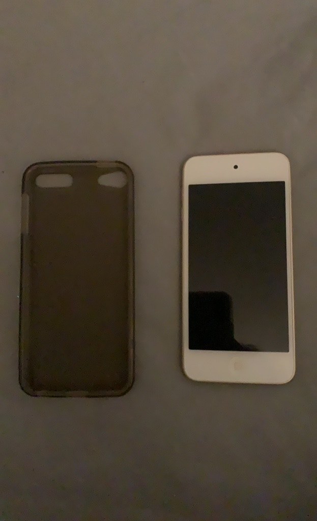 Photo Ipod Touch 6th Generation and Case