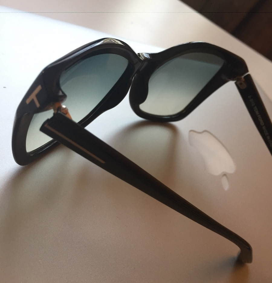 Black Tom Ford Sunglasses In Perfect Condition In New York