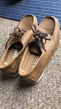 Like new size 9 boat shoes  Waterford, 16441