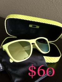 Oakley Sunglasses with Case and Cloth Claremore, 74017