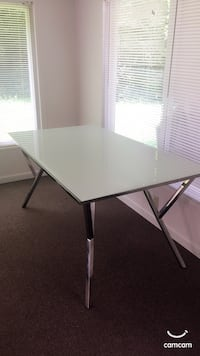 White and grey metal base dining table Strathmoor Village, 40205