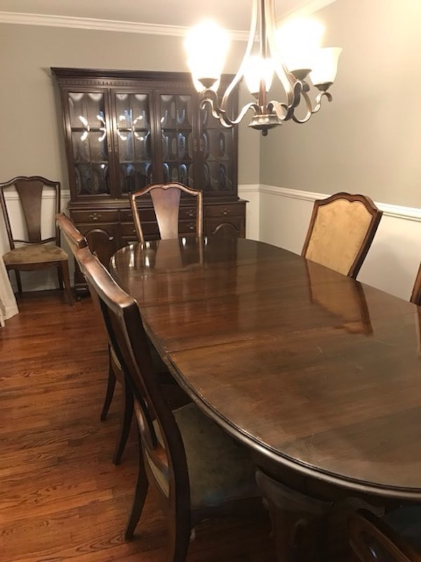 Dining room table, chairs, hutch