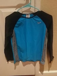 blue and black crew-neck long-sleeved shirt