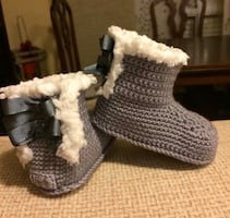 Knitting infant boots