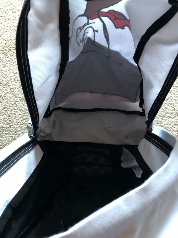 Vans snoopy backpack (perfect condition) d761c64b-dac3-45a9-9b69-2876fd731d7f