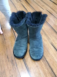 Bailey bow uggs youth size 4