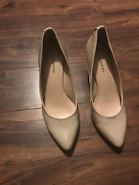 pair of white leather pointed-toe heeled shoes Gatineau, J8V