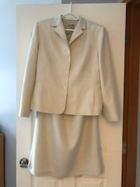 Womens 2 piece suit jacket and skirt Calgary, T2Z