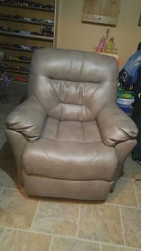 Franklin Leather Recliner. Calgary, T2B 2V4