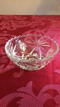 5 inch cut glass small bowl in Excellent Condition  Banning, 92220