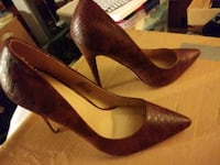 Brown size 9 heels Saint Michael