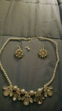 Necklace and earrings  San Antonio, 78233