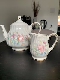 Royal Oak 5 cup teapot and creamer set