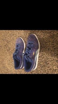 pair of blue Nike low-top sneakers Nashville, 37013