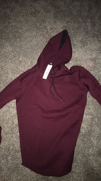 Maroon pullover hoodie Men's Medium/Large Champlin, 55316