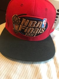 red and black Chicago Bulls fitted cap 820 mi