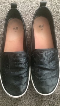 pair of black leather slip-on shoes Ames, 50010