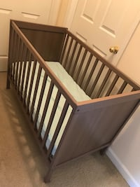 Crib with mattress-Gray color Arlington, 22204