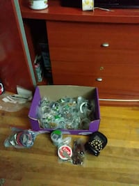 170 piece's of collector s jewelry some worth money de worth at least  Montreal, H8S 1W4