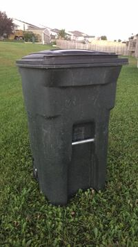 64gal Toter Garbage Can Machesney Park, 61115