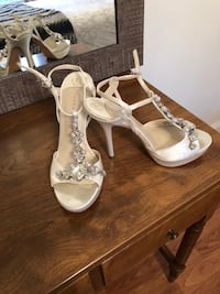 Dress height heel shoes Pair of white leather open-toe heeled Toms River, 08753