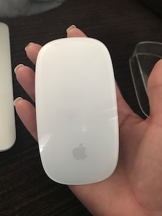 """I am selling my MacBook Air 11"""" screen, mouse and super drive."""