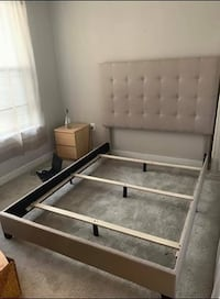 Queen bed frame Alexandria, 22309