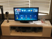 """Samsung 32"""" LED Smart TV and Monarch TV Stand"""