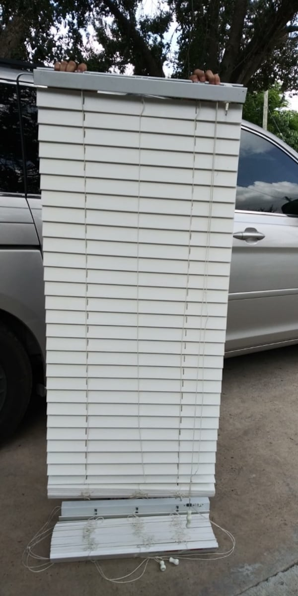 "Fauxwood blinds 22 1/4"" X 70"" 7db2df04-732b-4e7f-8e6d-3207af2e151e"