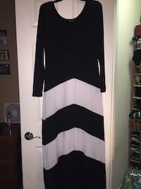 Black and white scoop neck long-sleeved shirt