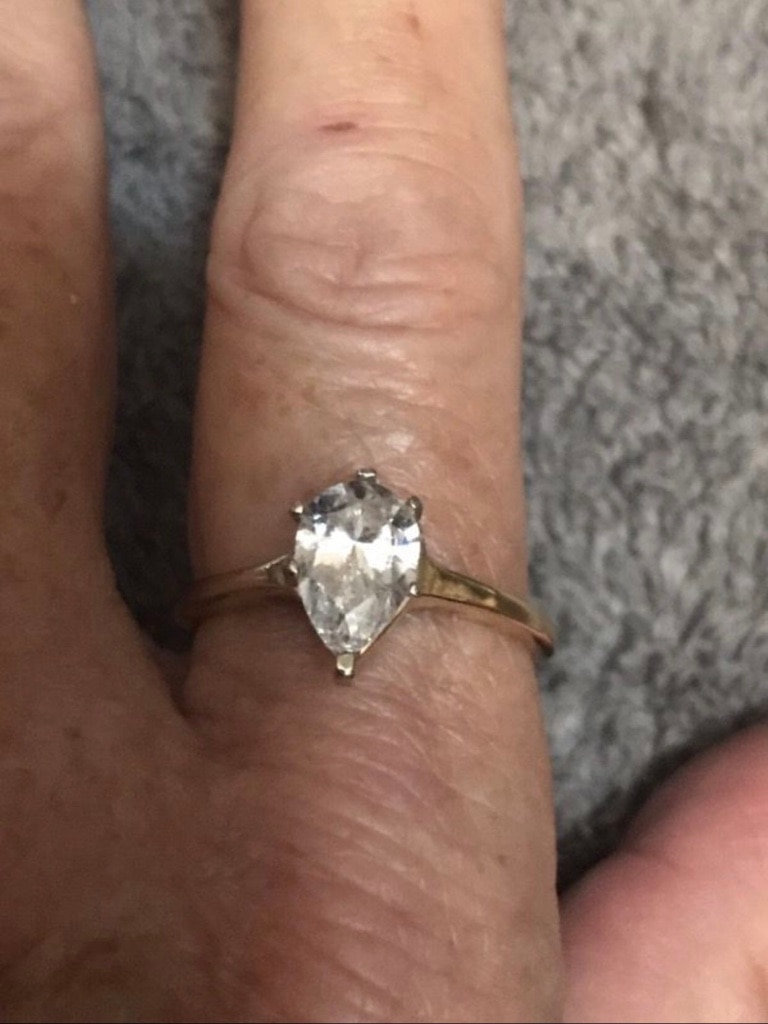 Photo 14k sized free pear shape cz engagement Ring