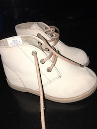 Pair of size 8 white suede chukka boots toddler size8 Groton, 06340