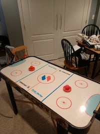 Air hockey table works great Mansfield, 02048