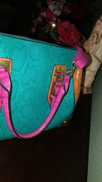 women's green and pink leather sling bag Mesa, 85204