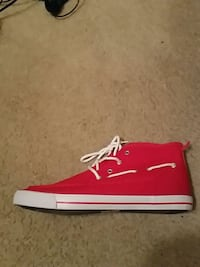 Red classic boat mens size 12(New) Charleston, 25302
